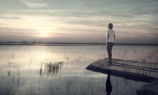 Cuando el atardecer me rodea comprendo que tengo que decidir entre rendirme o luchar, entre ver pasar mi vida o vivirla intensamente...