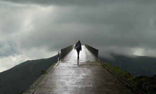 La soledad no existe cuando hay alguien en el mundo que piensa en ti